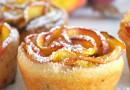 Jabłkowe różyczki z ciasta francuskiego.
