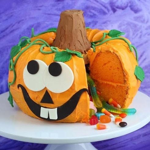 Halloween-Dessert-Pumpkin-Pinata-Cake-