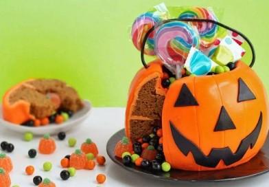 Halloweenowe ciasto w kształcie dyni